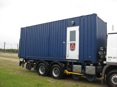 Beredskabcontainer på lastbil