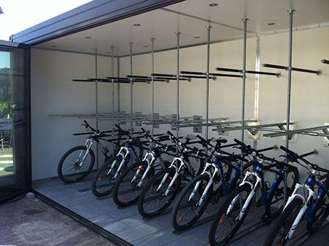 Cykelcontainer - cykelopstilling i stativ