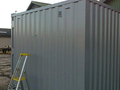 Isoleret container set udefra