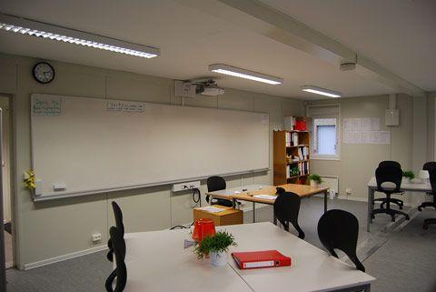 Modulbaserede undervisningslokaler - tavle set fra lokalet