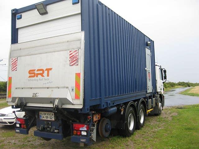 Nedkortet container på lastbil