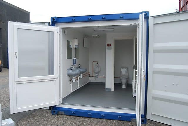 Selvforsynende toilet container