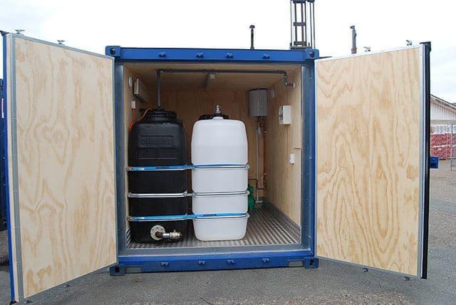 Selvforsynende toilet container spildevandstank