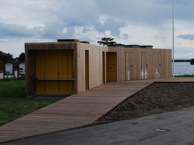 Udspringstårn til Halsskov Færgehavn omklædningsfaciliteter