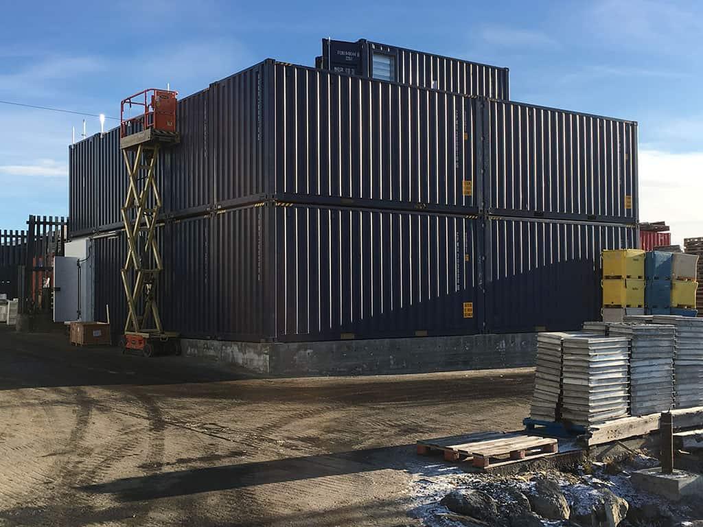 Frosthus til Uummannaq på Grønland under opbygning