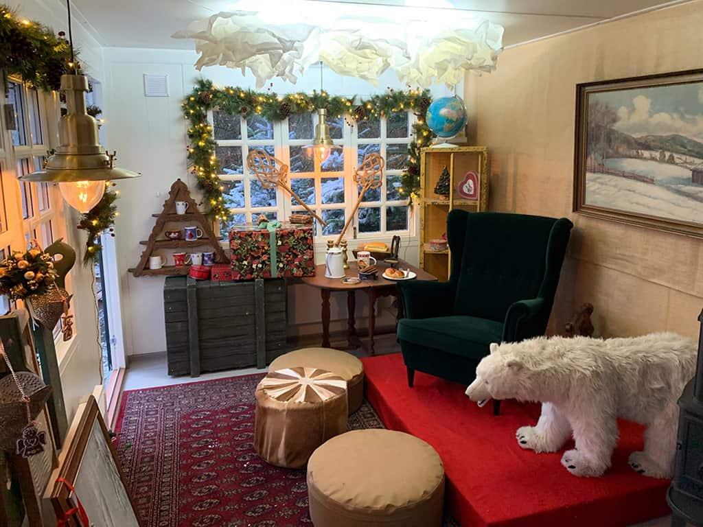 Jul i Aalborg Zoo - julemandens hytte