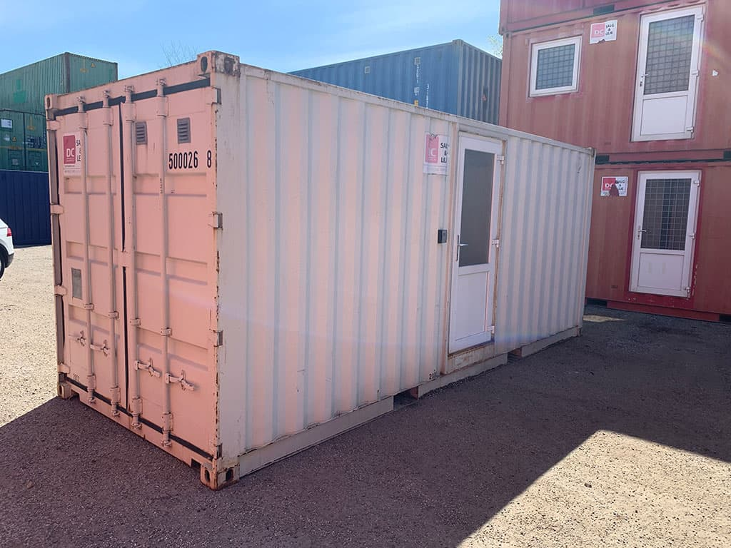 20 ft container with shower and kitchen model 2082 - DKK 64,000