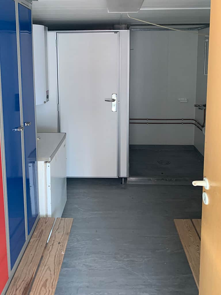 Selling on behalf of client: Crew container for 4 people with show, toilet, changing room, dining room. Sold as seen DKK 18,000 each.