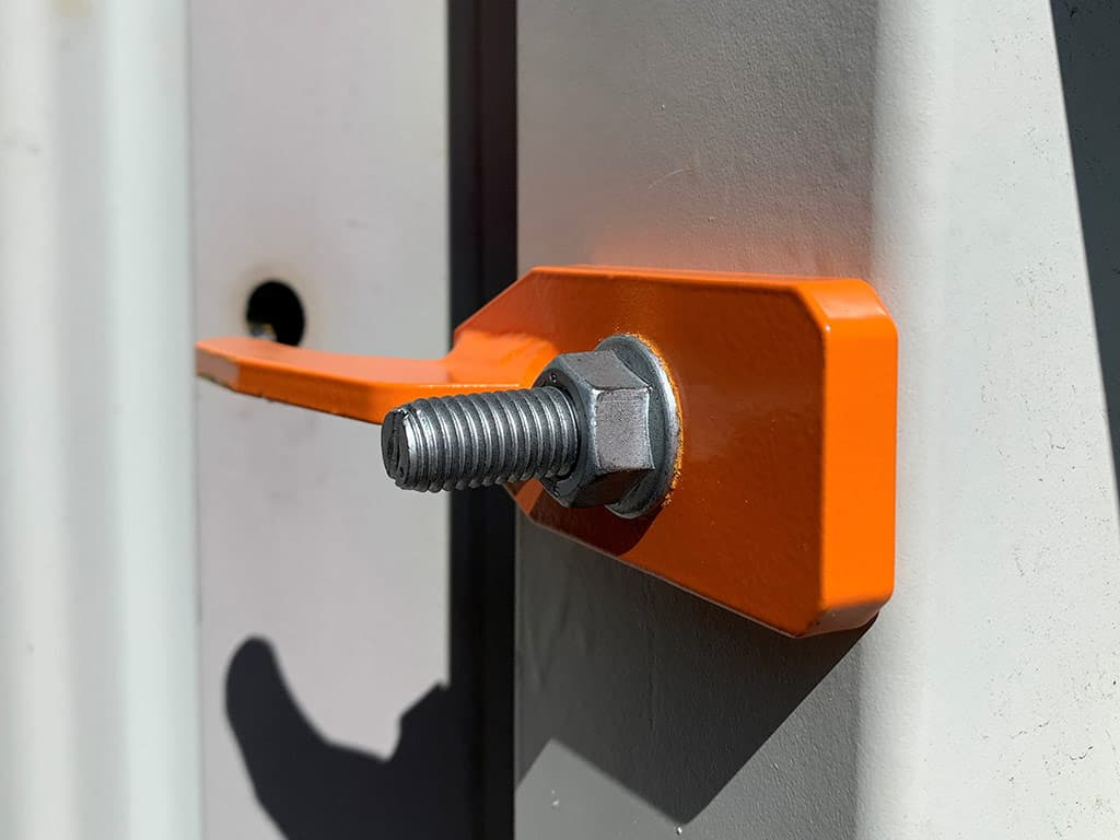 Hinge securing for containers