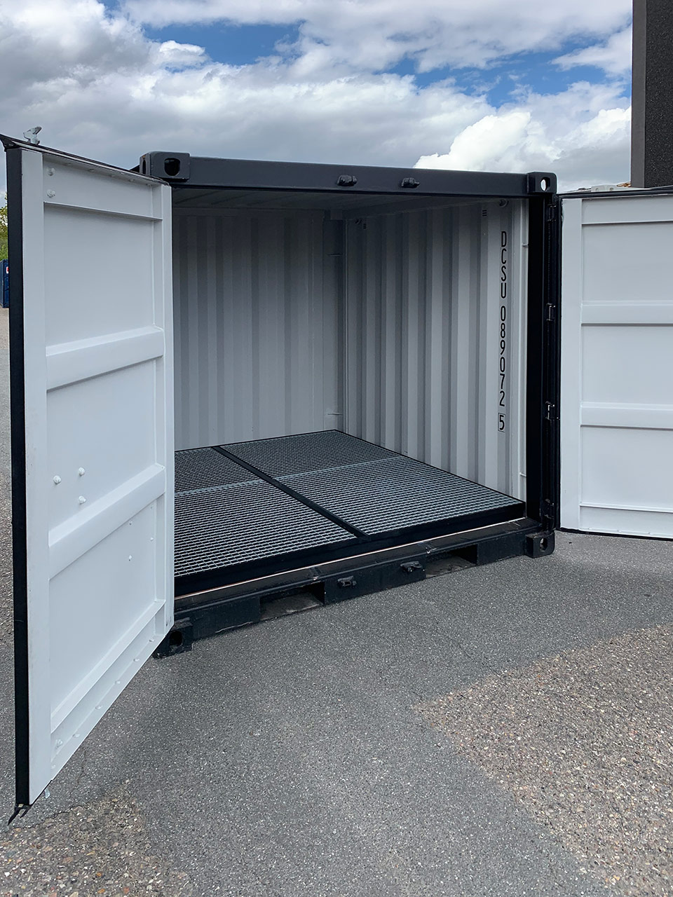 8 ft environmental container
